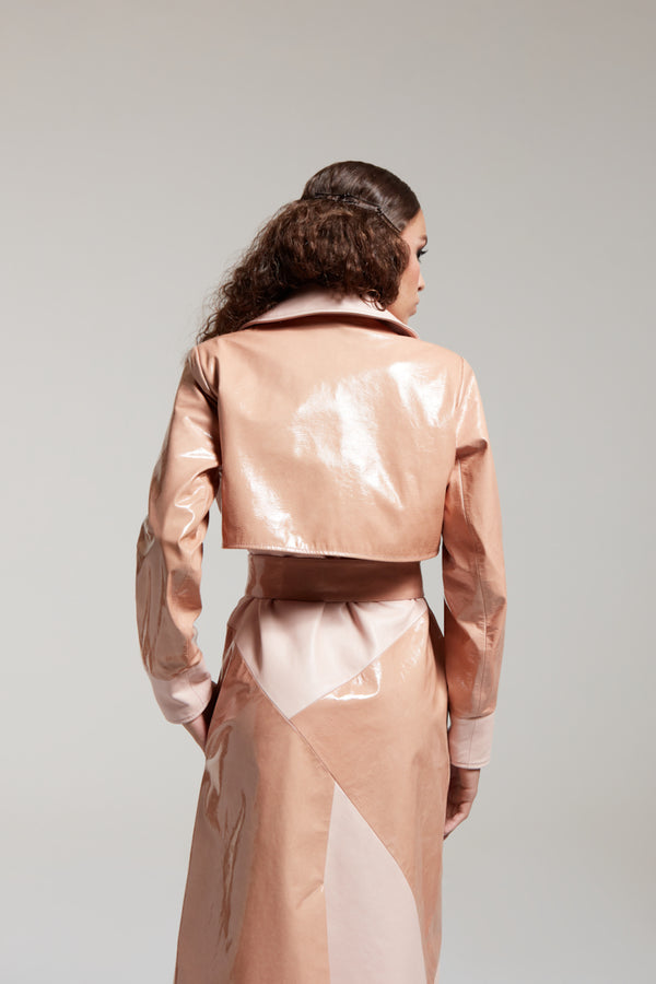 nude trench. coat in patent leather with a belt