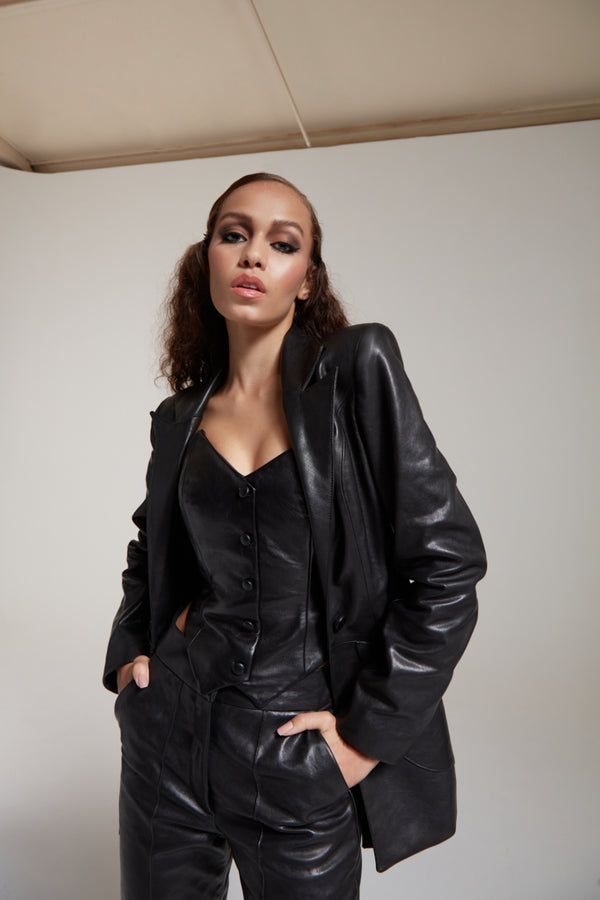 straight leather blazer with fitted sleeves in black