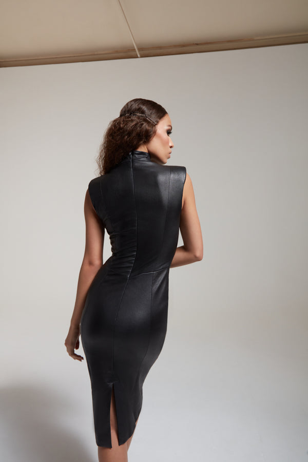 Fitted black dress in stretch leather