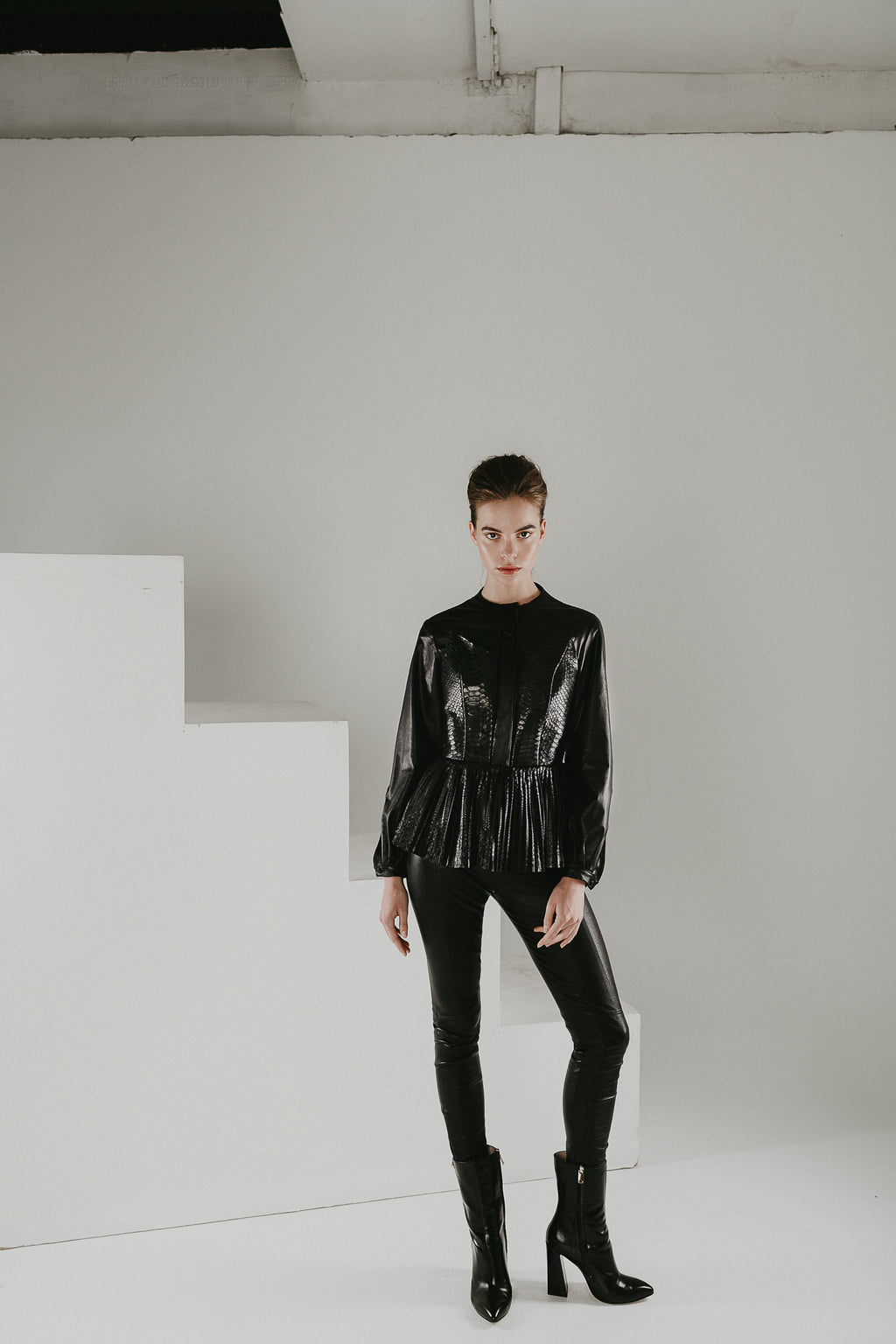 Nero black leather shirt with pleated basque