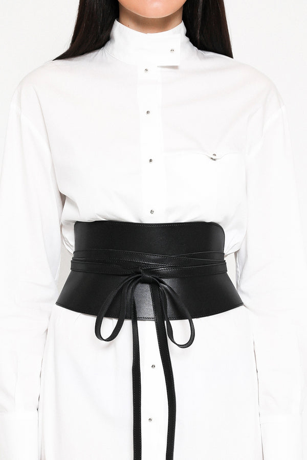 Pitch black corset belt in leather with a front bow