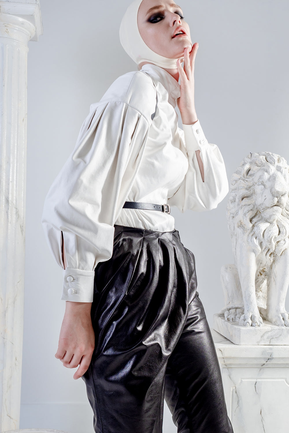 Aura leather white blouse with oversized sleeves