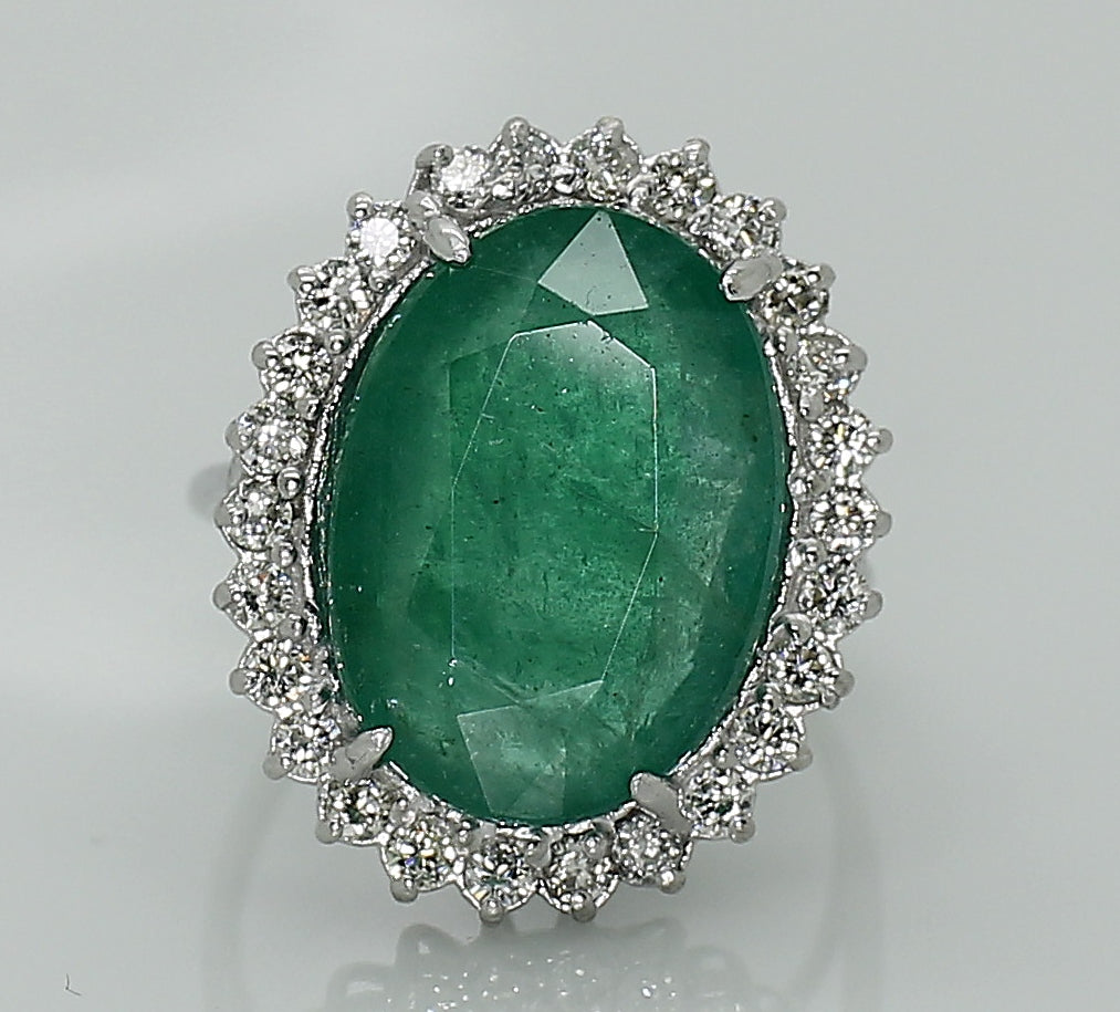 Zambian Emerald 8.91ct & Diamond 1,50ct White Gold AIG Certified Ring