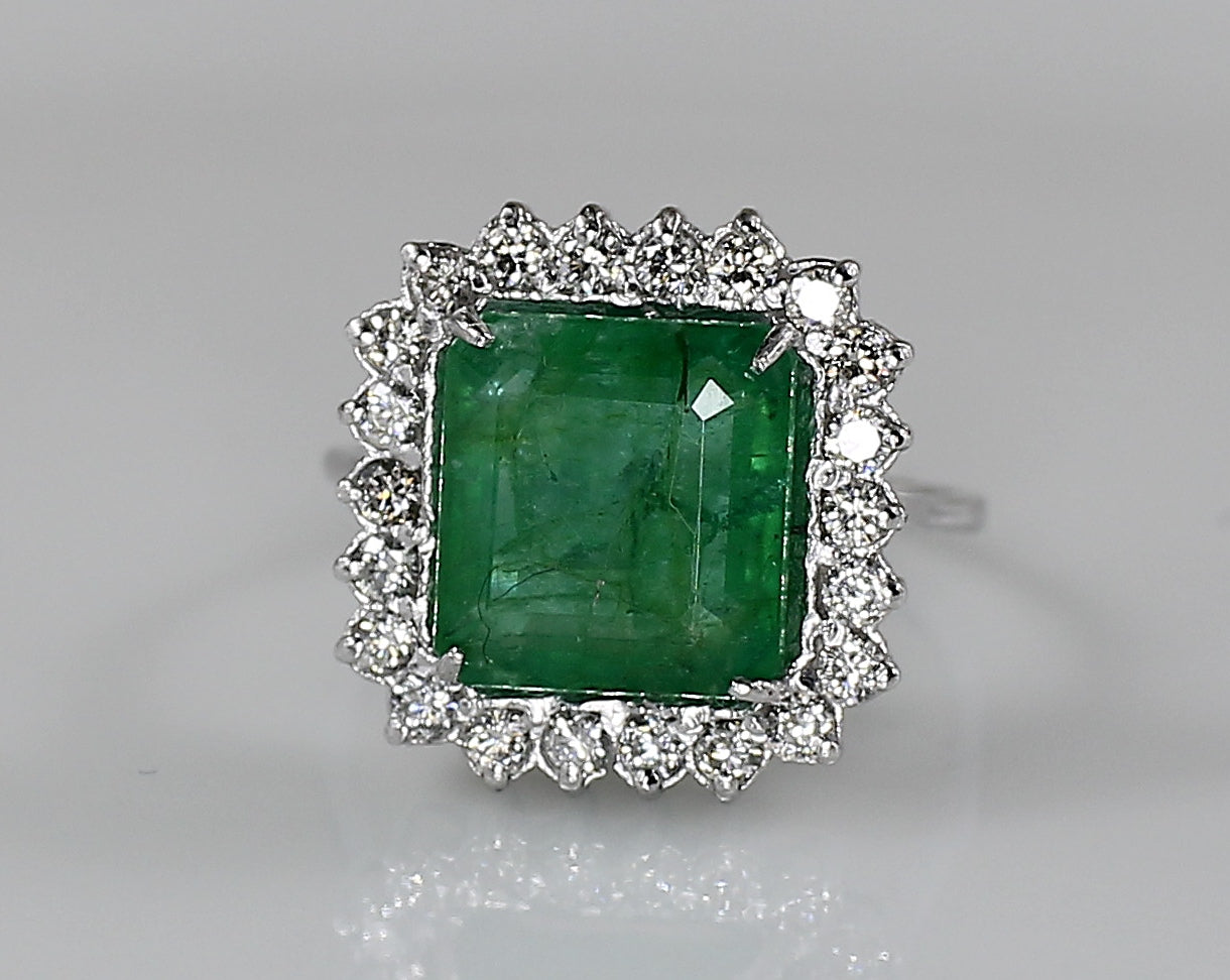 AIG Certified Natural Zambian Emerald 3.60ct Diamond 1.32ct Ring White Gold Ring