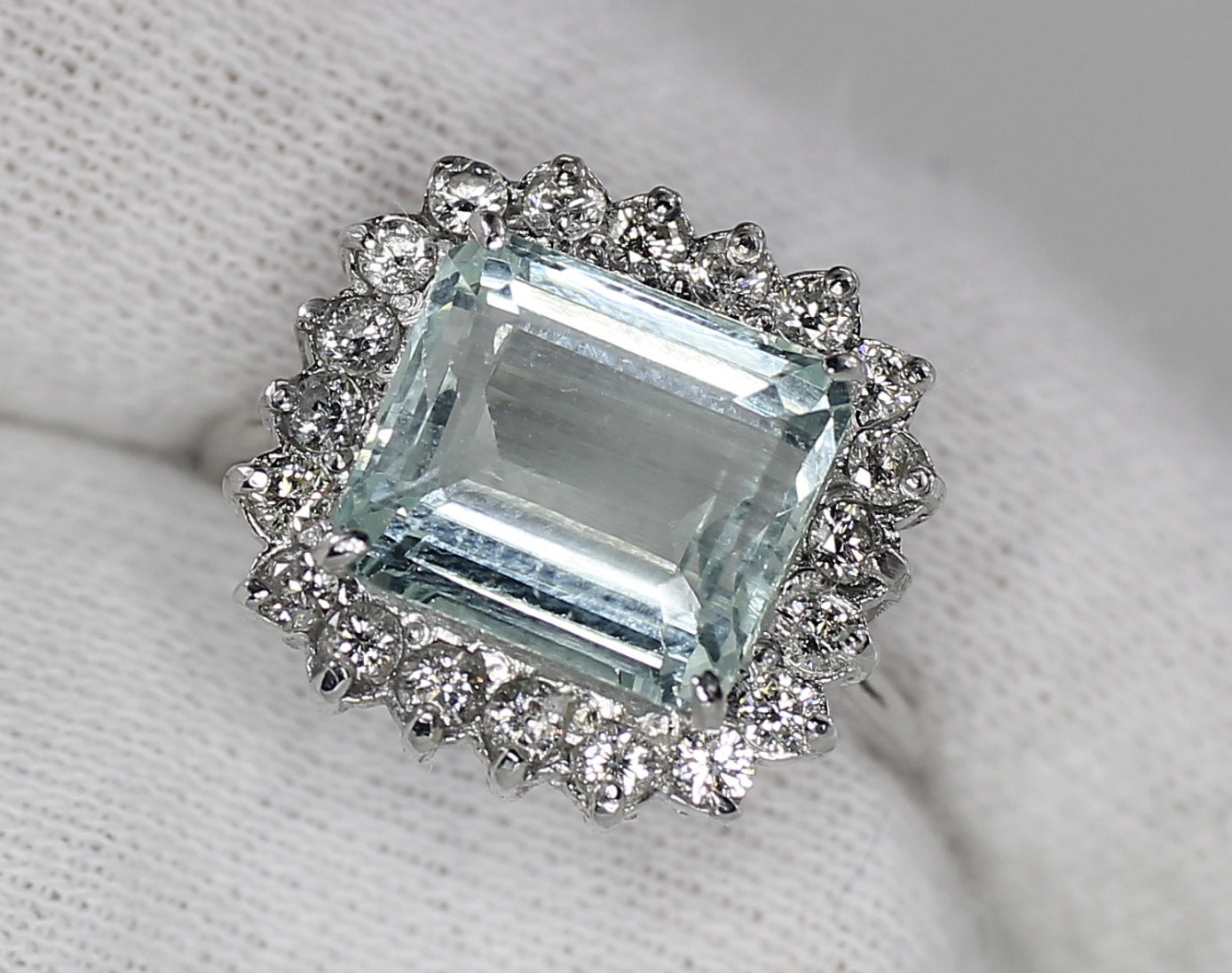AIG Certified Madagascar Aquamarine 4.05ct & Diamond 1.10ct White Gold Ring