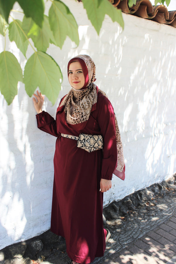 Simple Red Abaya