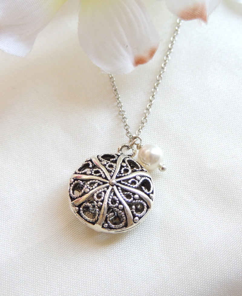 Round Filigree and Swarovski Pearl Silver Necklace