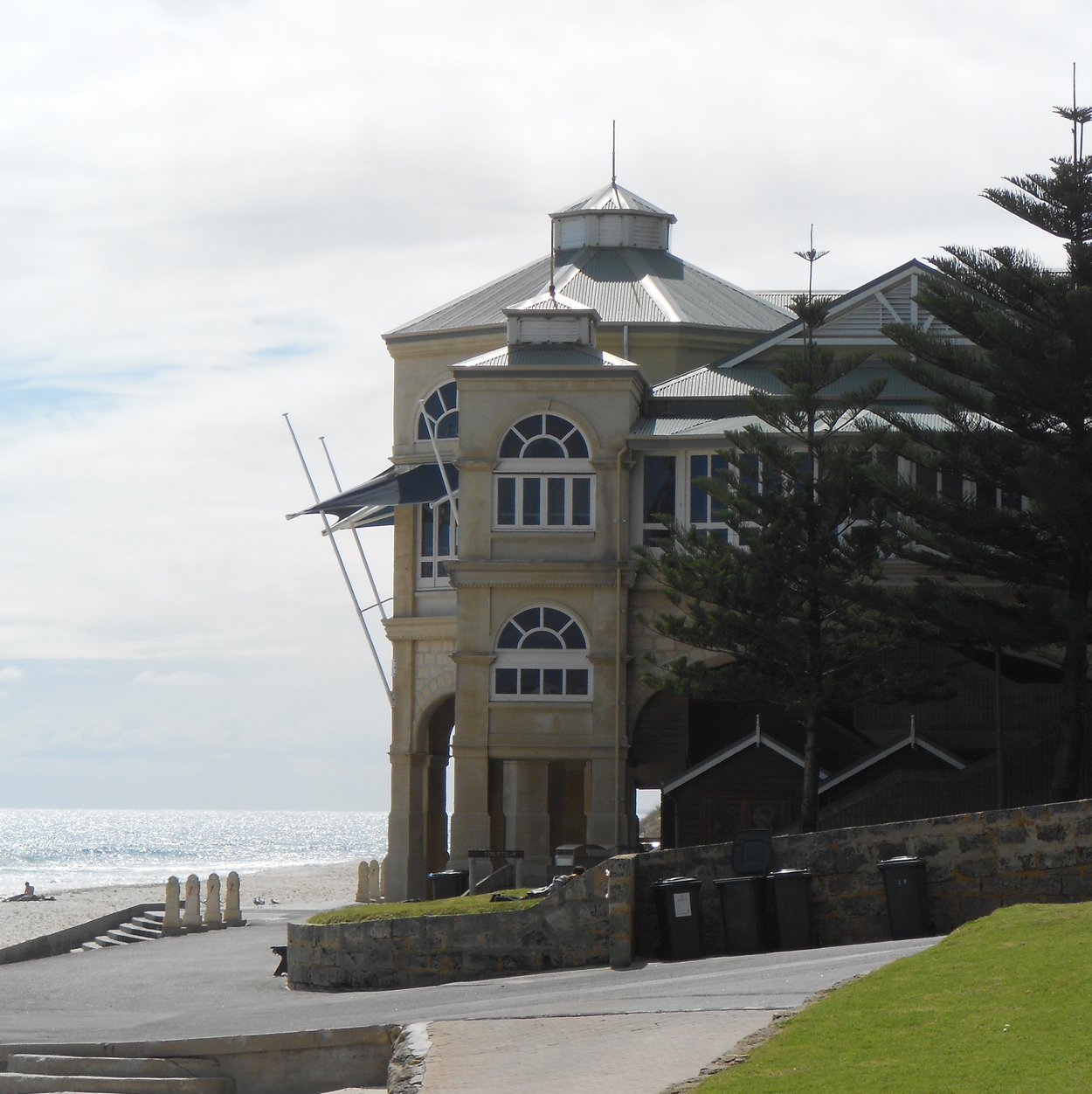 Photo of Indiana Tearooms at Cottesloe Beach.