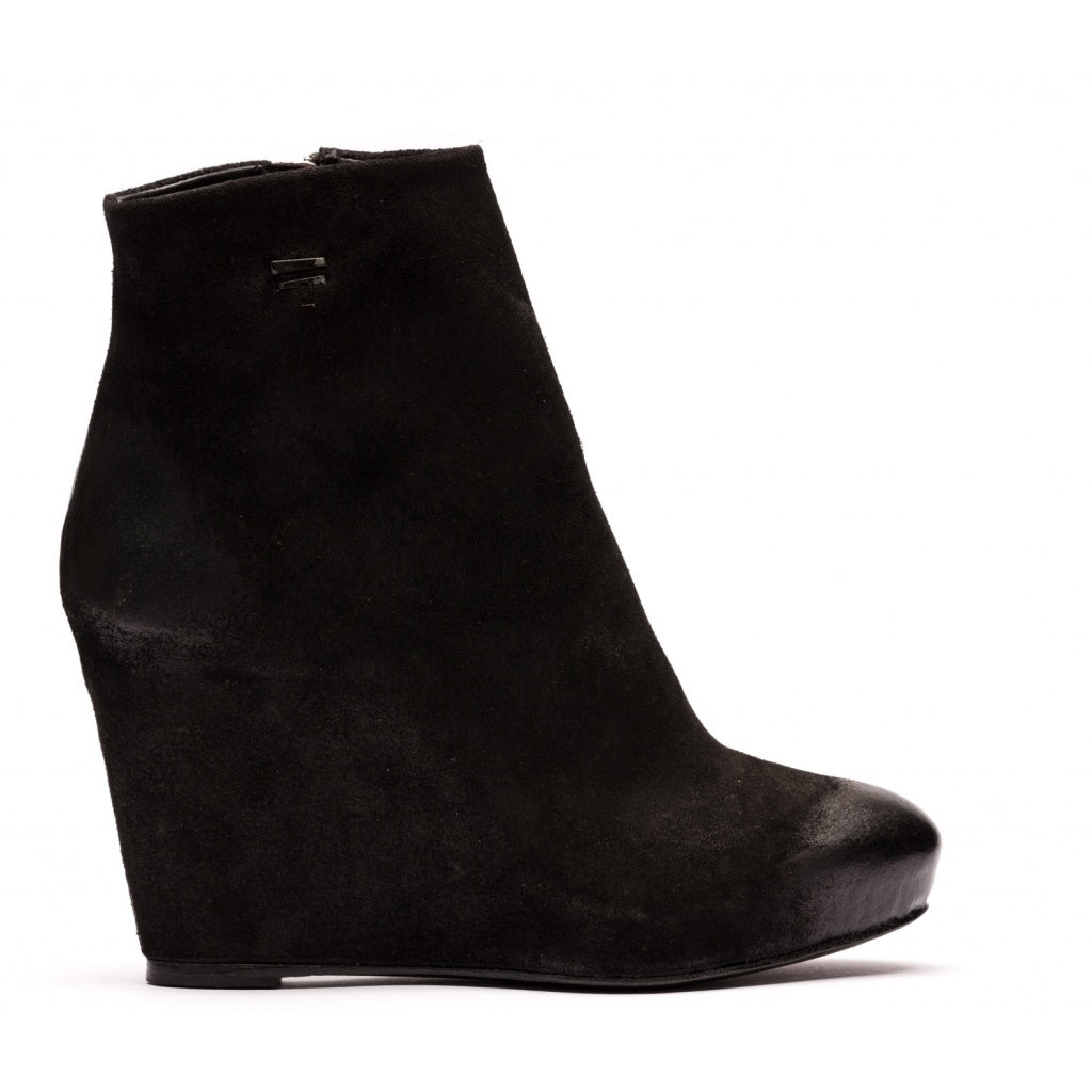 the last conspiracy CARLIE waxed suede Wedge 001 Black