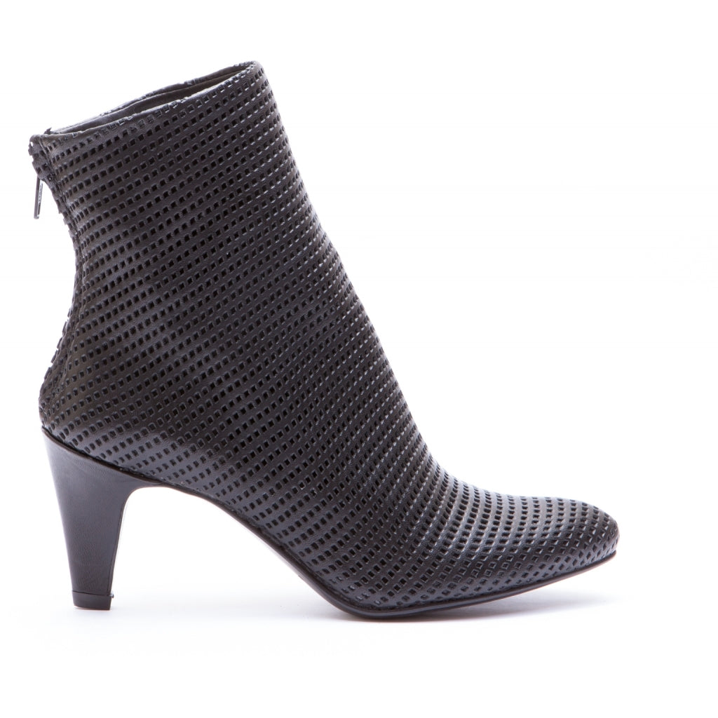 the last conspiracy LOLLA perforated Heel Boot 001 Black
