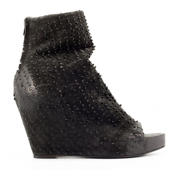 the last conspiracy MADALENE perforated Wedge 001 Black