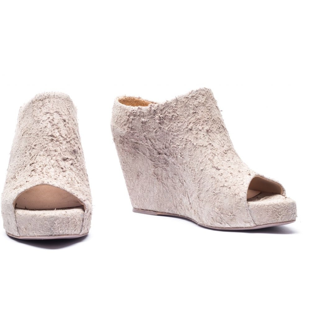 the last conspiracy MAXIME long haired suede Wedge 050 Bone
