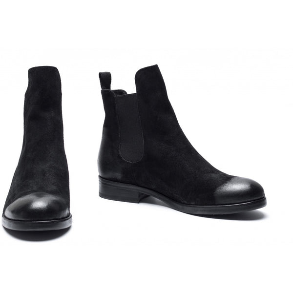 the last conspiracy RAQUEL waxed suede Chelsea Boot 001 Black