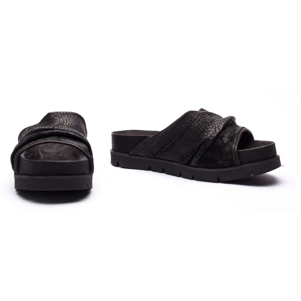 the last conspiracy ZEINIA reversed Sandal 001 Black