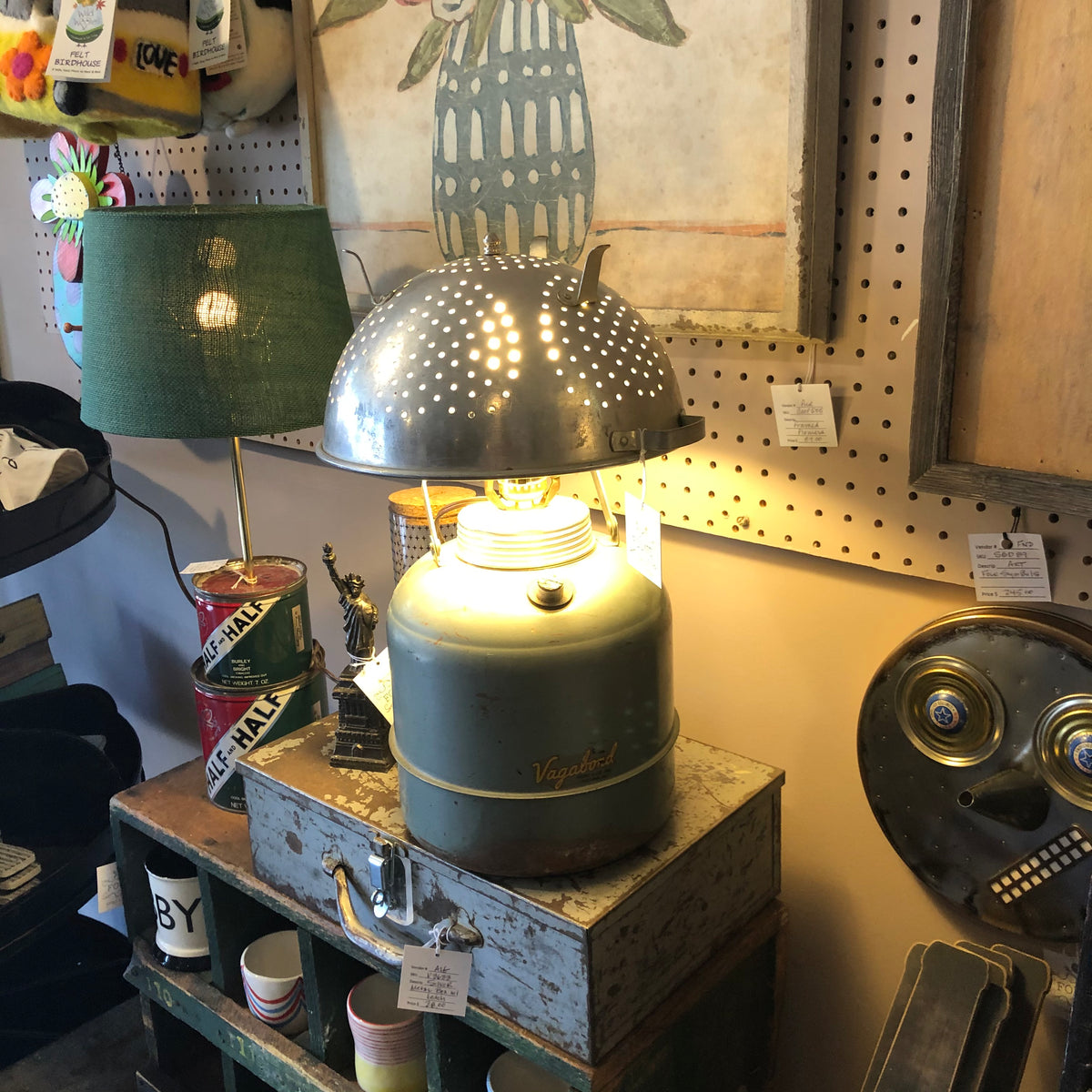 Thermos lamp with kitchen strainer lamp shade