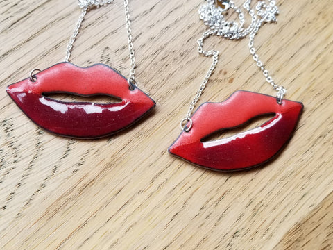 Lippy Necklace Enamelled