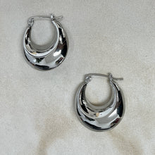 Load image into Gallery viewer, Rebeca Chunky Hoops