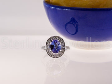 18ct w/gold Tanzanite & diamond ring