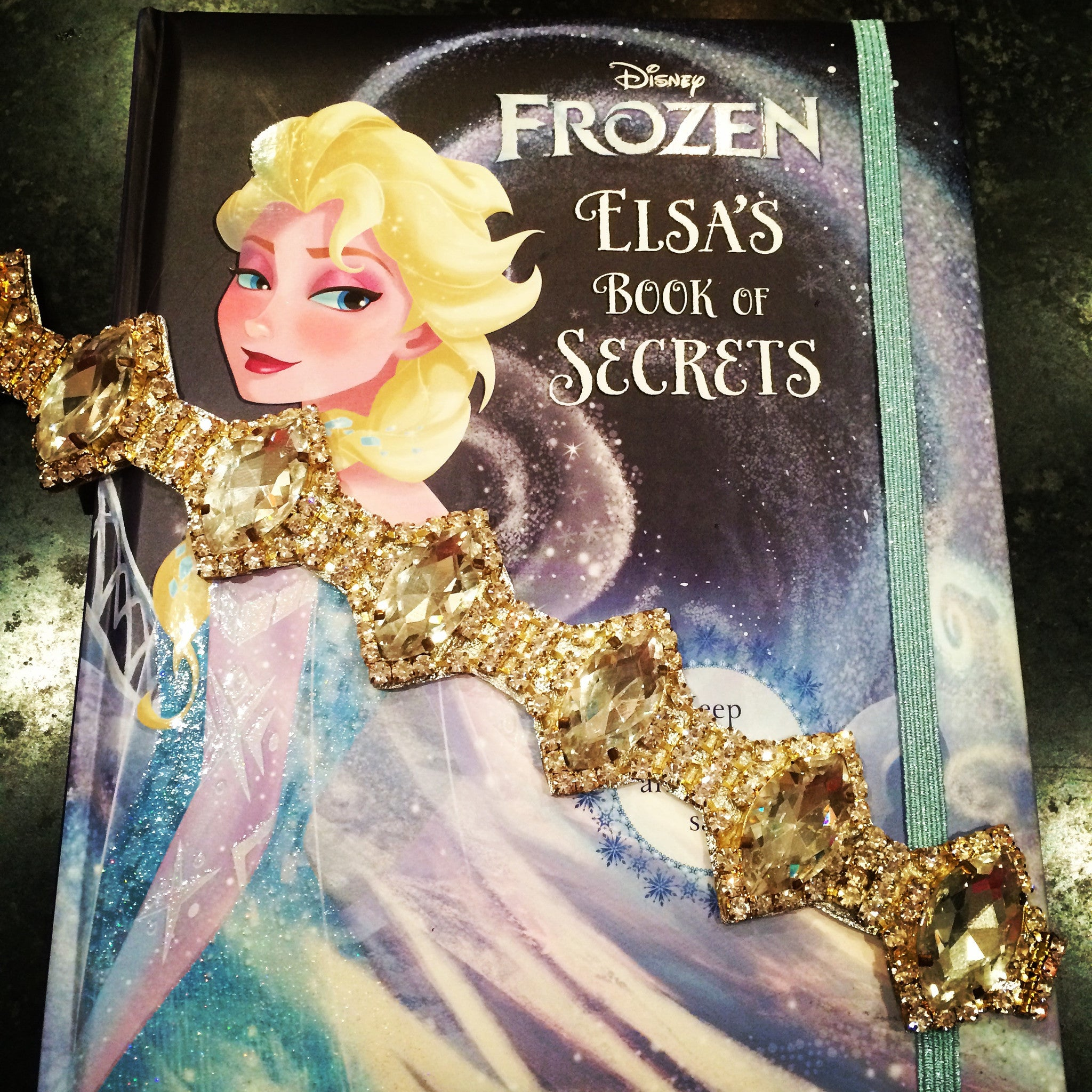 The Elsa Krown with Frozen Book