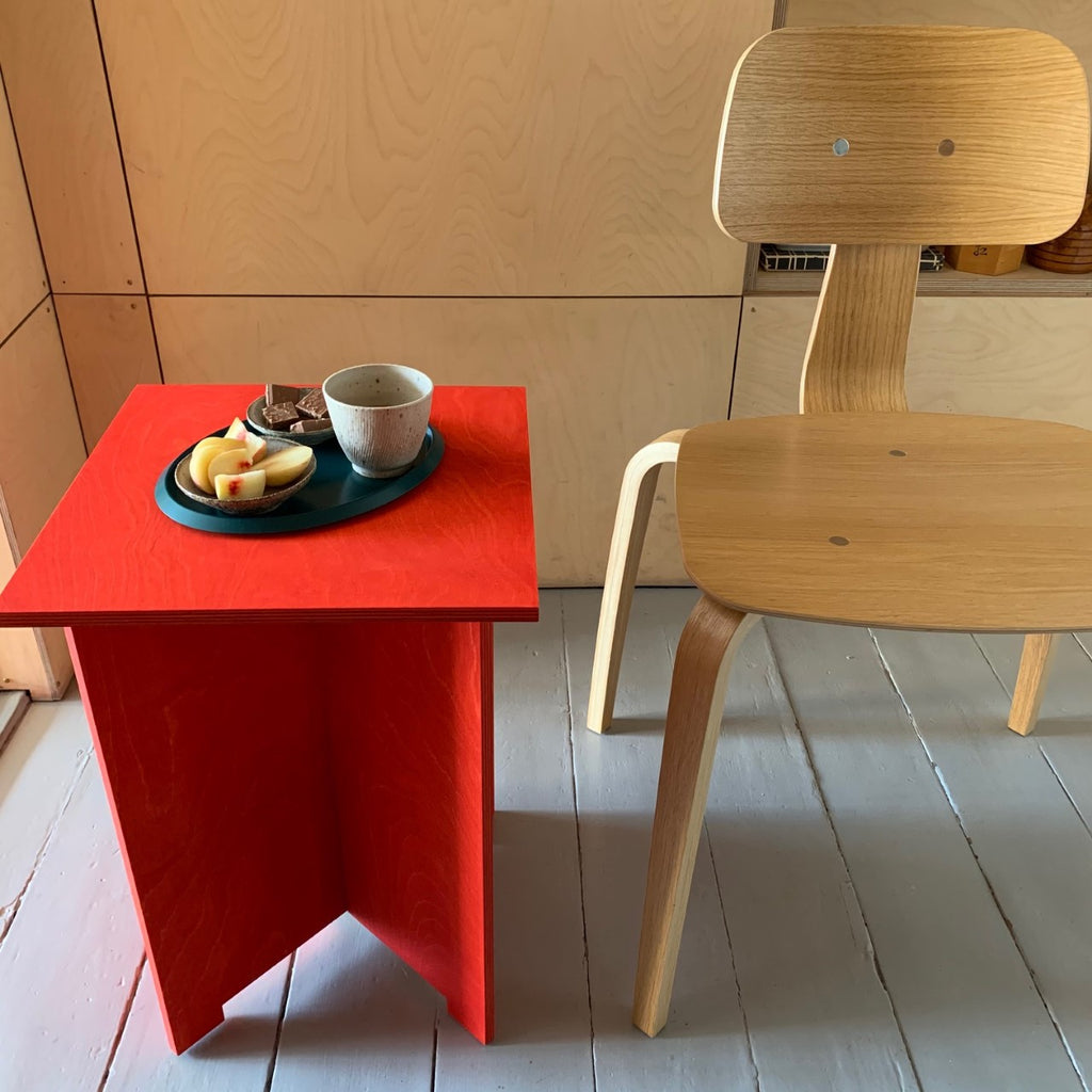 no24 table  // red