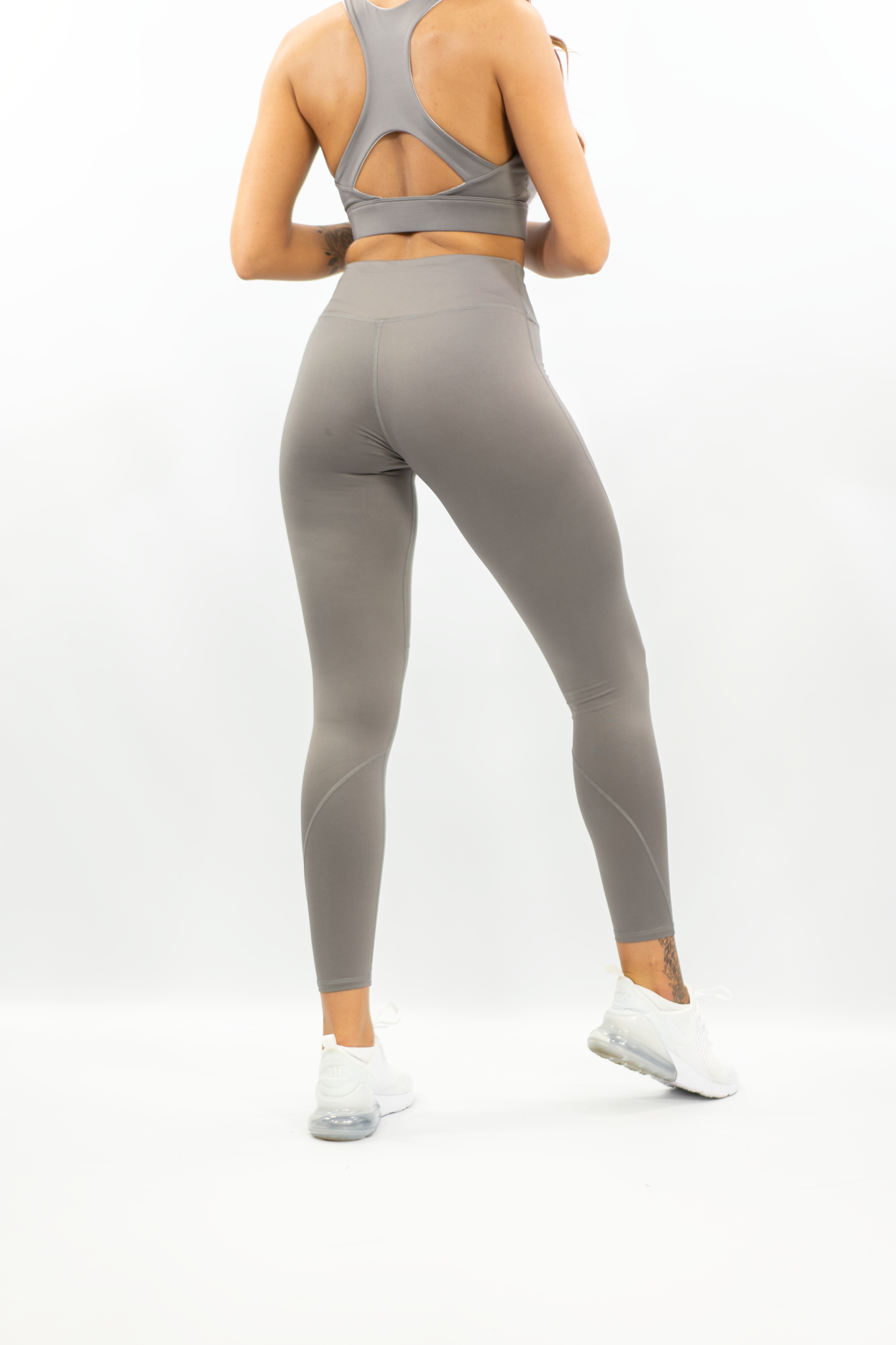 GREY ESSENTIAL LEGGING