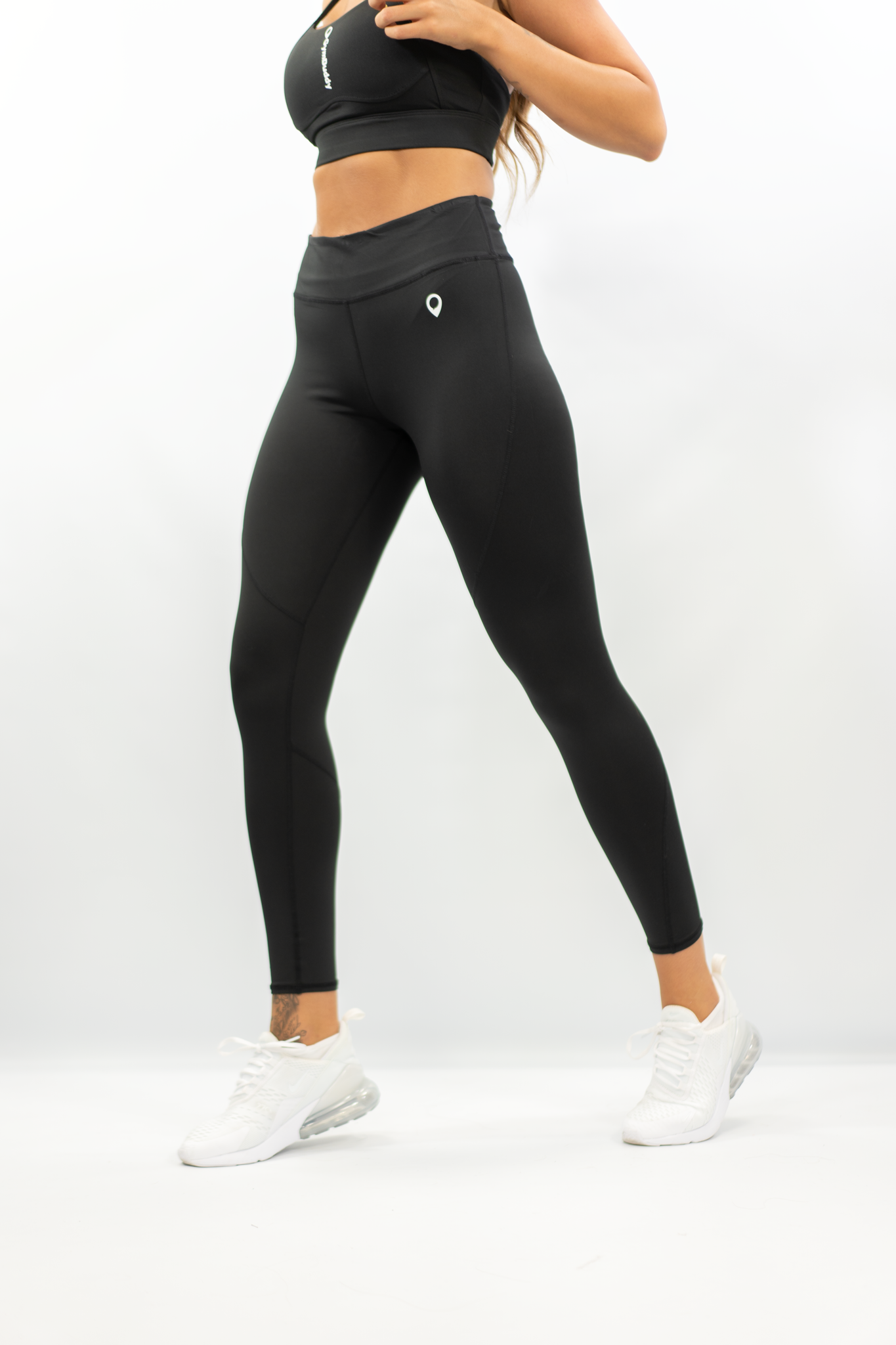 BLACK ESSENTIAL LEGGING