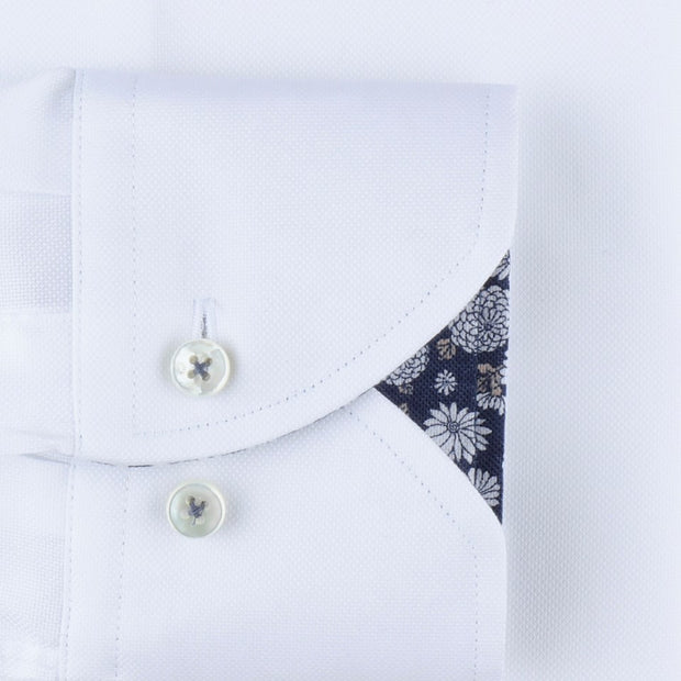 WHITE FITTED BODY FLORAL CONTRAST SKJORTE  Hvit
