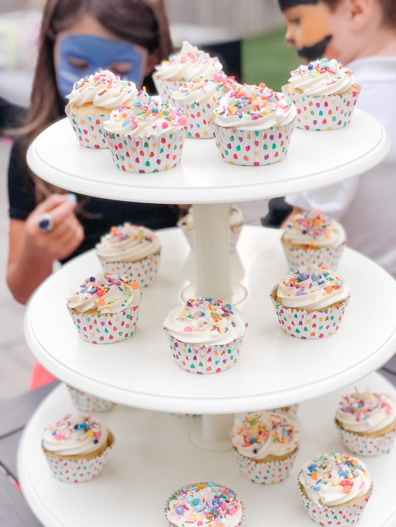circus birthday party ideas, cupcakes