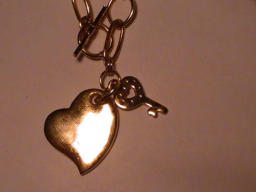 THE KEY TO YOUR LOVER'S HEART -- GOLD TONE