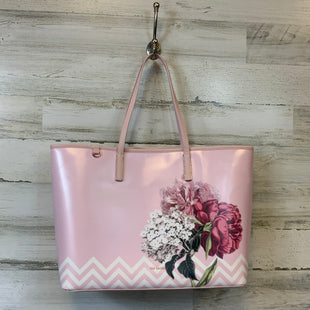 Primary Photo - BRAND: TED BAKER STYLE: HANDBAG COLOR: PINK SIZE: LARGE OTHER INFO: 3 PIECE SET SKU: 132-13262-38055TOTE LENGTH 19 INCHES HEIGHT 12 INCHES WIDTH 6 INCHES WALLET 5X4 WRISLET 10X6
