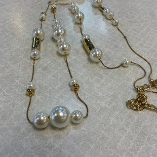 Primary Photo - BRAND: CHICOS STYLE: NECKLACE COLOR: PEARL OTHER INFO: GOLD SKU: 132-13219-197060