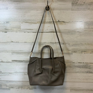 Primary Photo - BRAND:    CLOTHES MENTOR STYLE: HANDBAG COLOR: TAUPE SIZE: MEDIUM OTHER INFO: OLIVEVE - SKU: 132-13219-193918