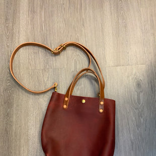 Primary Photo - BRAND:  CMA STYLE: HANDBAG LEATHER COLOR: RED SIZE: MEDIUM OTHER INFO: KMM AND CO LONG HANDLE 11X12X3 SKU: 132-13219-195392