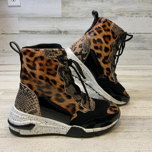 Primary Photo - BRAND:    CLOTHES MENTOR STYLE: SHOES LOW HEEL COLOR: ANIMAL PRINT SIZE: 7 OTHER INFO: CAPE ROBBIN - SKU: 132-13219-197662