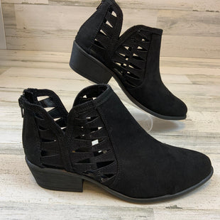 Primary Photo - BRAND:    CLOTHES MENTOR STYLE: BOOTS ANKLE COLOR: BLACK SIZE: 10 OTHER INFO: JG - SKU: 132-13228-165496
