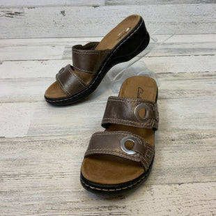 Primary Photo - BRAND: CLARKS STYLE: SANDALS LOW COLOR: BRONZE SIZE: 6.5 SKU: 132-13219-197402