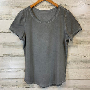 Primary Photo - BRAND: LULULEMON STYLE: ATHLETIC TOP SHORT SLEEVE COLOR: GREY SIZE: S SKU: 132-13219-198694