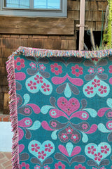 Daisy Throw Blanket in Rose