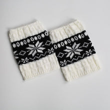 Load image into Gallery viewer, Autumn Winter Contrast Color Short Christmas Snowflake Socks