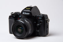 Load image into Gallery viewer, Nikon N8008 35mm film camera kit