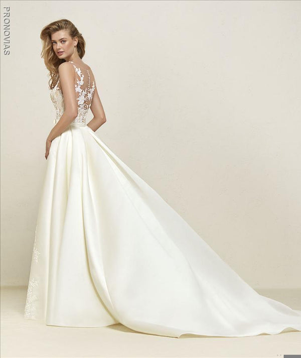 Pronovias Dranoe edding dress with overskirt train