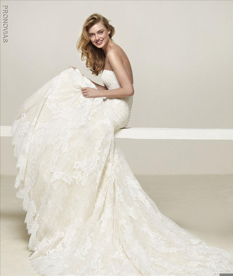 Pronovias Druida Mermaid Wedding dress with sweetheart neckline