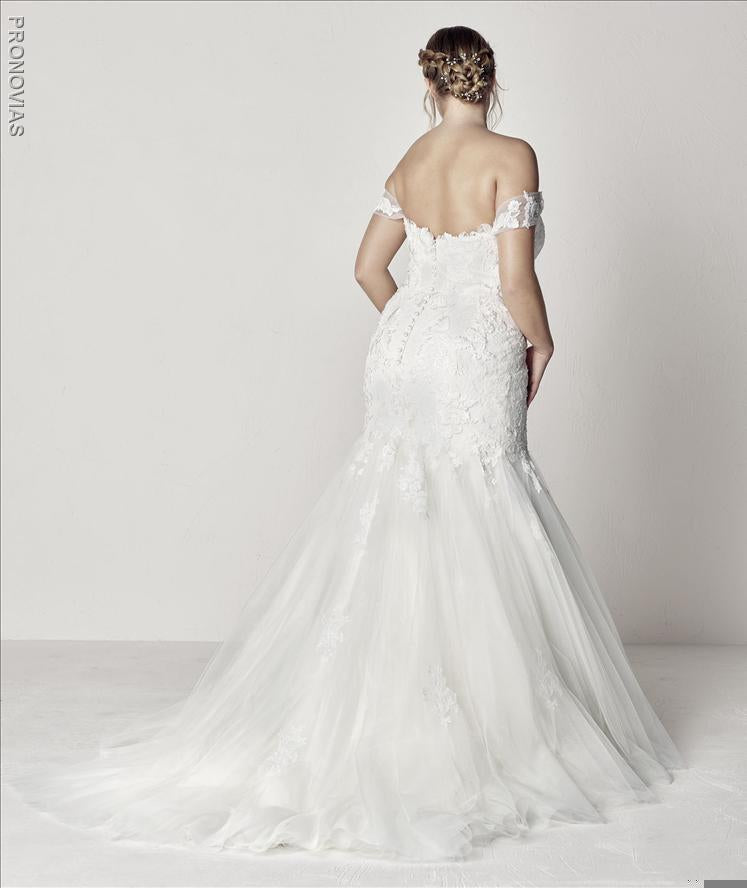 Extrem Plus Pronovias Sample Sale