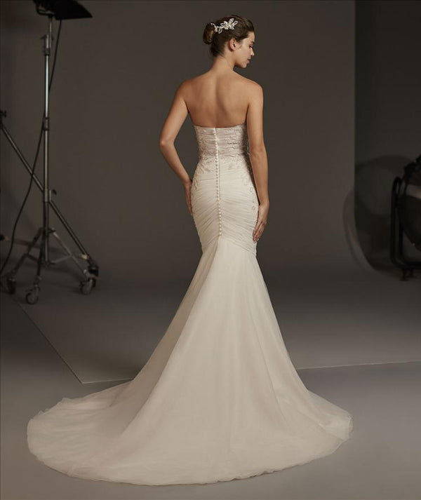 Halo Pronovias Wedding Dress