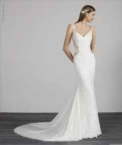 Pronovias Morocco Wedding dress in lace with mermaid cut, V-neck and illusion back
