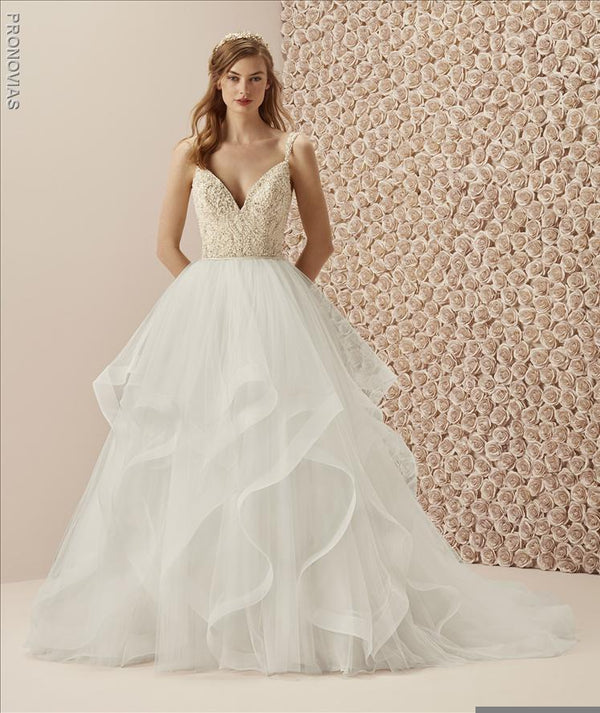 Pronovias Muselin wedding gown corset beading sample sale