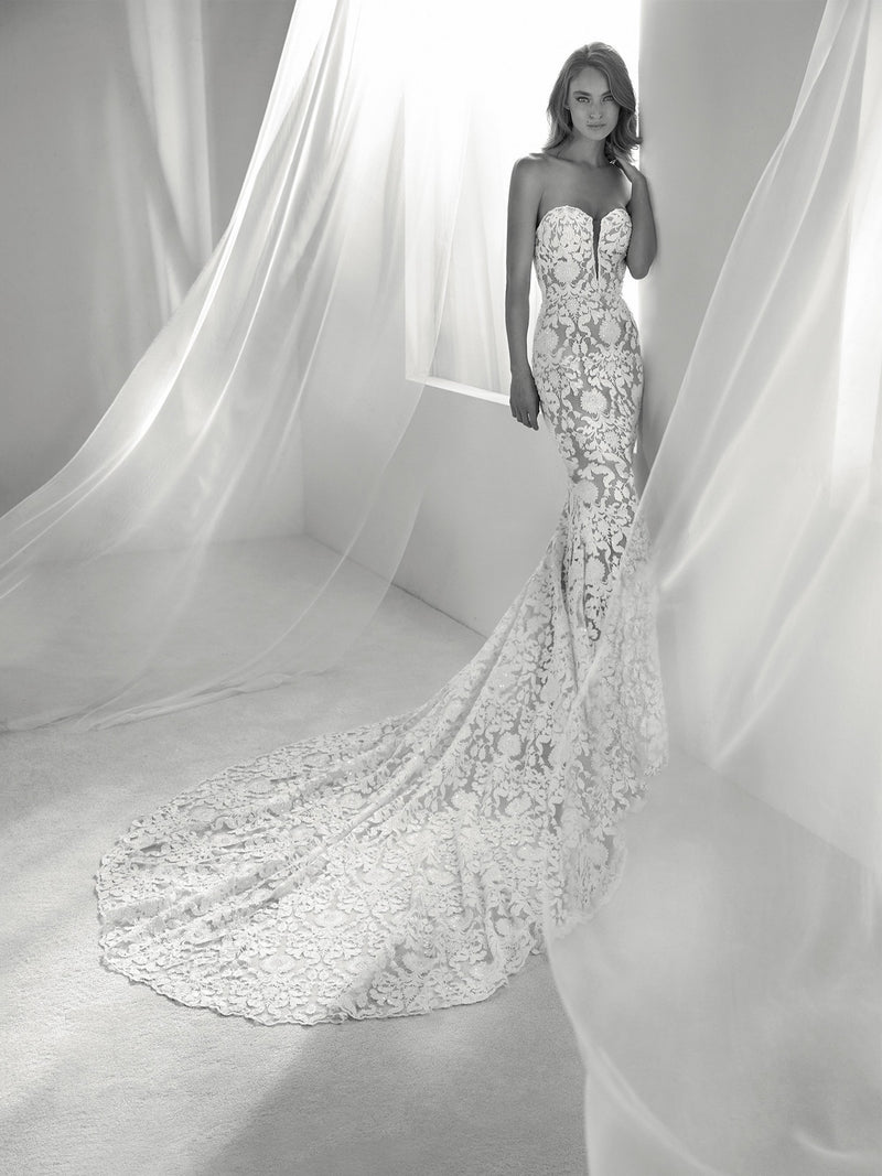 RUNIS by Pronovias Atelier