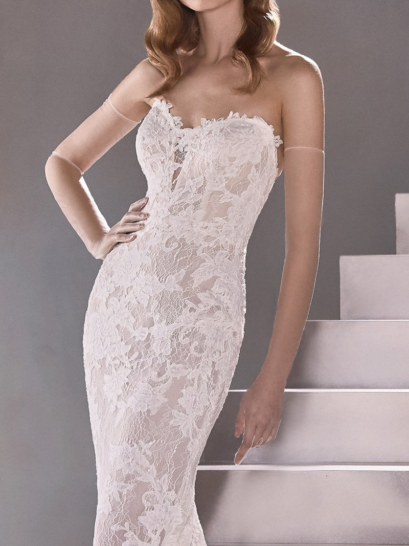 Suncircle sweetheart neck line Pronovias