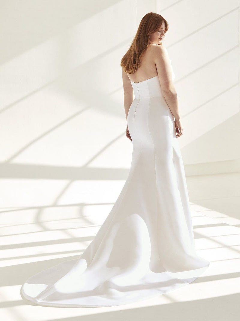 Pronovias DAY - Mermaid Wedding Dress in Mikado With Open Back Plus