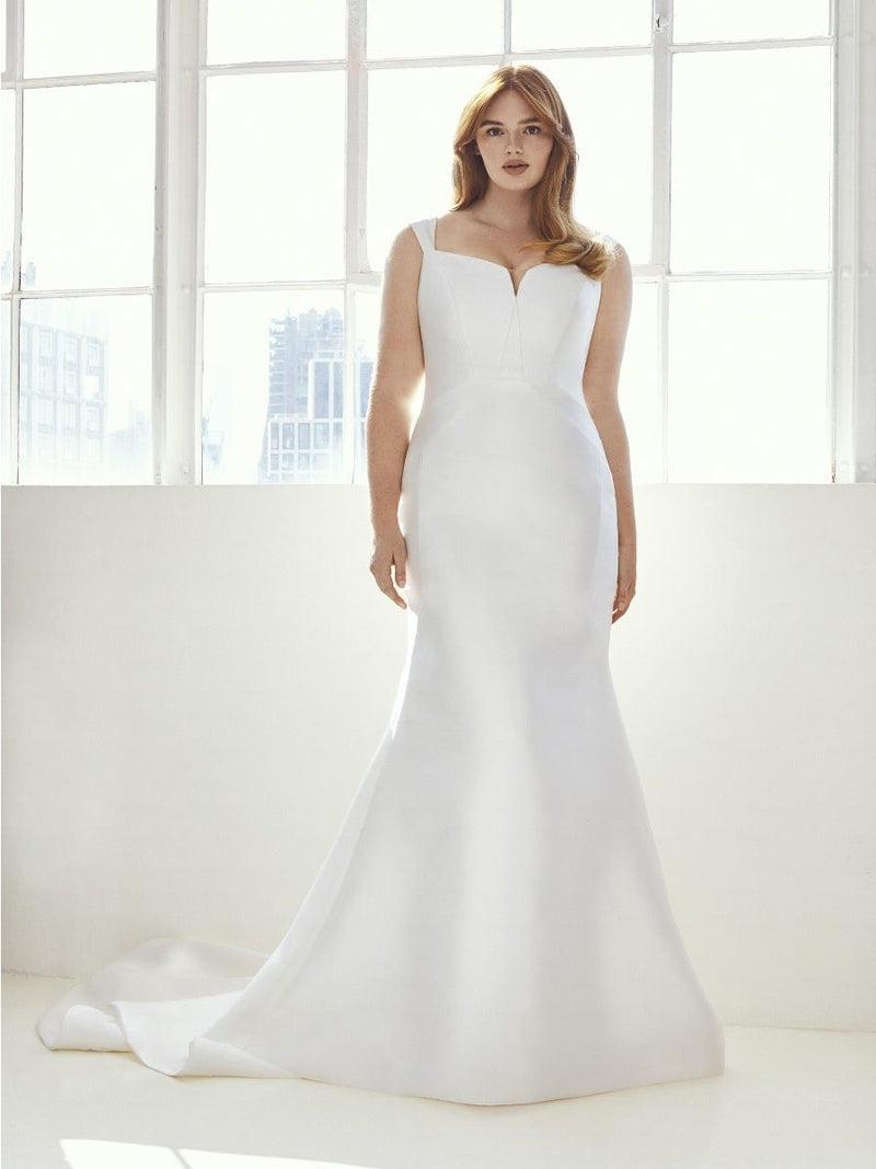 Pronovias HUTTON CC2021 - Ashley Graham